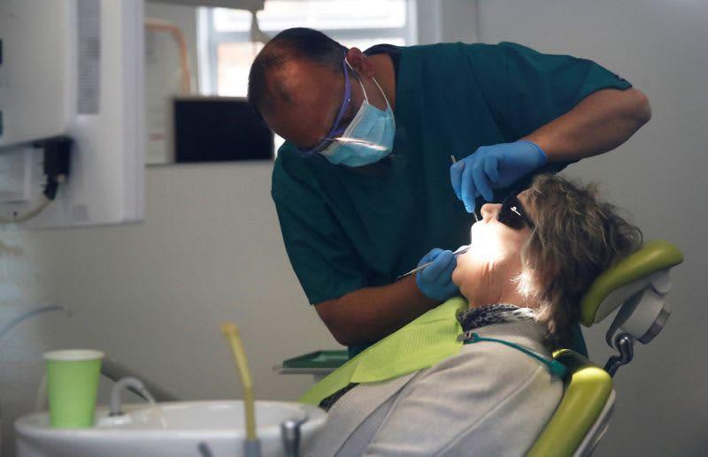 定期歯科検診は先送りを、エアロゾル感染巡り研究必要=WHO