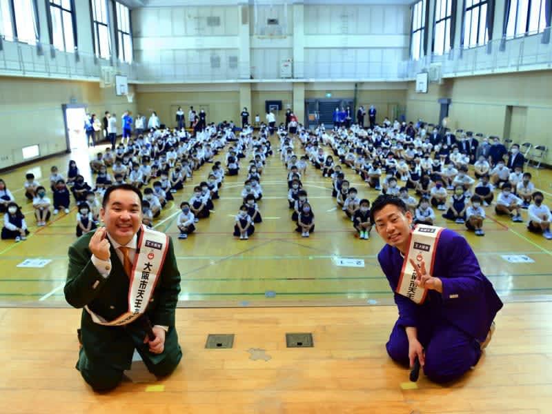 ミルクボーイが小学生のために「歯磨き漫才」披露! 完成度の高さに子どもたち大喜び