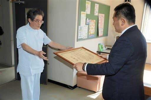 熊本県警が歯科医師ら3人に感謝状 豪雨で身元確認や検視