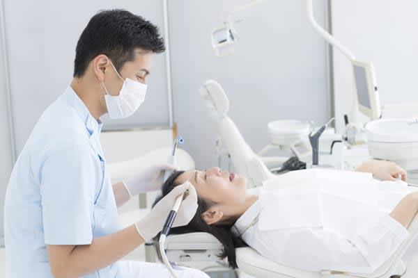 人工骨を使わない歯科インプラントは腫れず痛まず…多くの歯科医が知らないこと