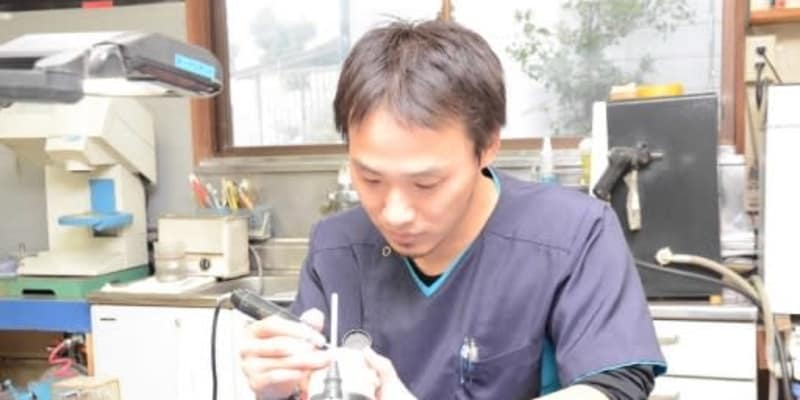 高齢化進む歯科技工士 若手離職 担い手心配 労働長く低収入環境改善が急務