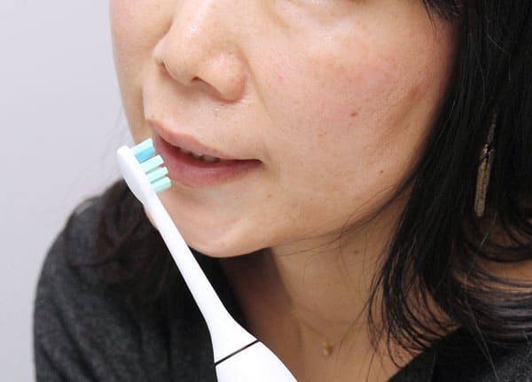 硬い歯ブラシを使って歯茎がズタズタになっている人もいる