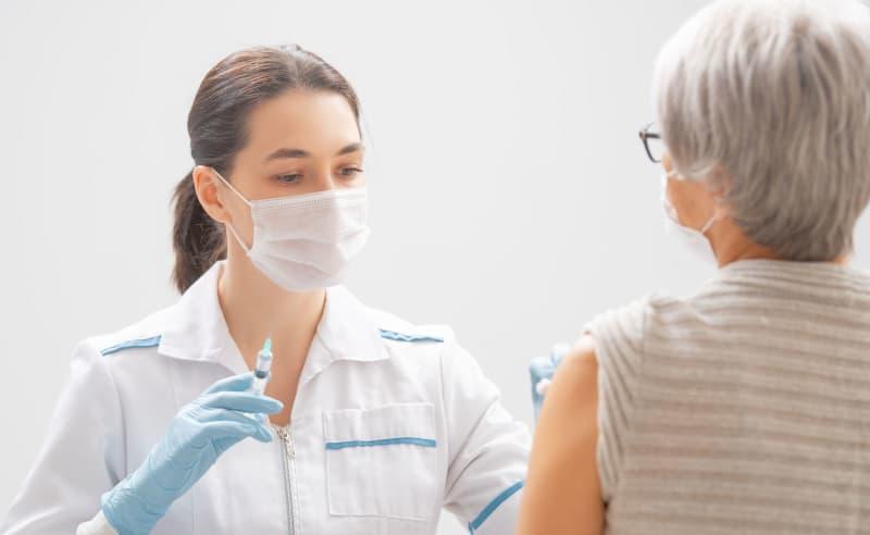 ワクチン接種を高齢者より医療関係お手盛り優先は日本だけ