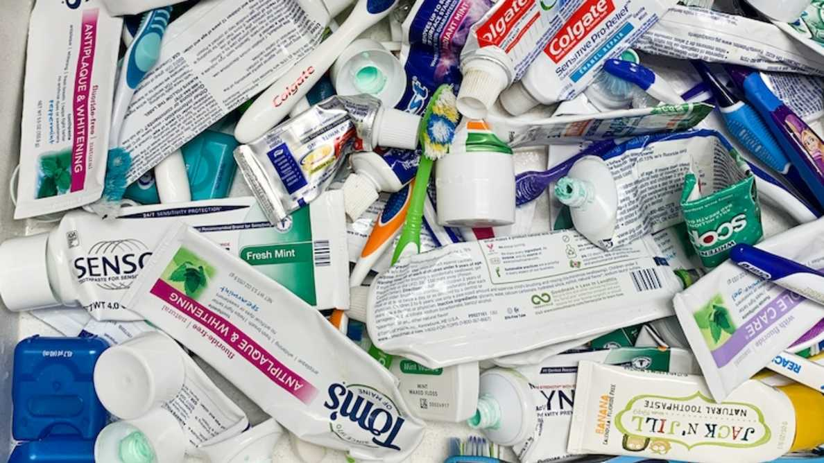 3億本の歯磨きチューブが埋め立てられている