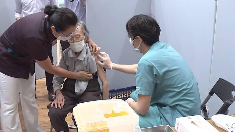 """""""打ち手不足""""解消へ 歯科医の接種開始 薬剤師も検討"""